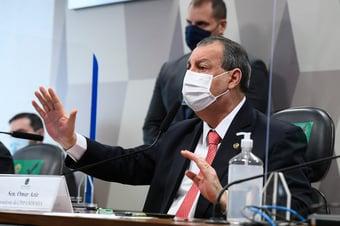 """IMAGEM: """"480 mil vidas, é isso que o Brasil perdeu"""", diz Omar Aziz a Marcos Rogério; assista"""