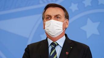 IMAGEM: Bolsonaro recua e diz que flexibilização do uso de máscaras caberá a Queiroga