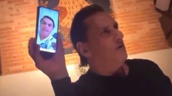 IMAGEM: Wassef exibe videochamada com Bolsonaro em restaurante de Campos do Jordão