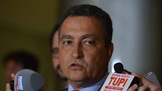 Angelo Coronel pede os votos de Renan