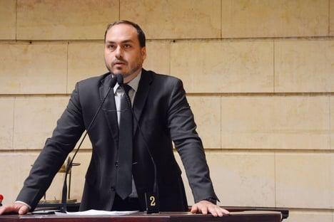 Rodrigo Maia elogia Bolsonaro, mas ataca seus filhos