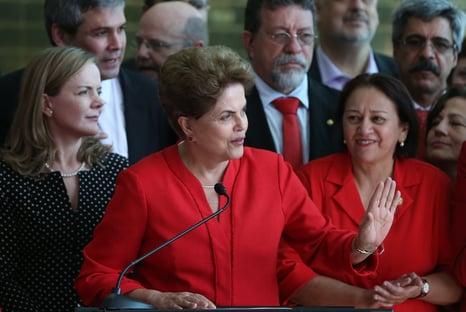 """Grupo de empresário que vendeu mansão para Flávio Bolsonaro hospedou """"QG eleitoral"""" de Dilma"""