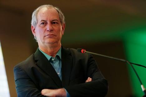 """Ciro, sobre família Bolsonaro: """"Se gritar pega ladrão, não fica um"""""""
