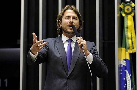 Filho de Zé Dirceu ataca Ciro e ouve que agir assim é fazer de Bolsonaro candidato único