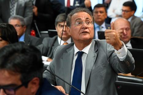 """Renan Calheiros diz que Bolsonaro """"deu uma de charlatão"""""""