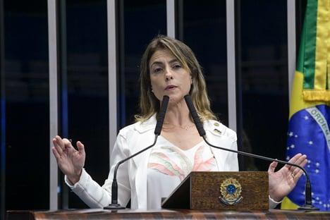 """Decreto de Bolsonaro sobre voos da FAB é """"menos abrangente"""" do que projeto do Senado, diz Soraya"""