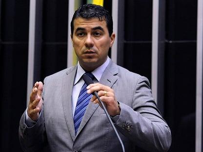 """Deputado chama de """"covardes"""" quem é contra a PEC da Imunidade e zomba da pressão"""