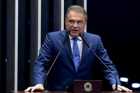 """Alvaro Dias diz que área técnica """"atende a pedido"""" de Pacheco"""