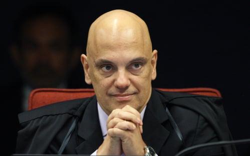 Moraes suspende julgamento de decretos que ampliam acesso a armas