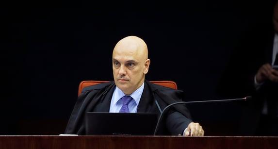 """Moraes pede respeito de advogado: """"Isso não é jogo de futebol"""""""