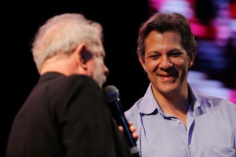 """Poste de Lula: """"Não podemos deixar Bolsonaro sozinho na pista"""""""