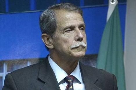"""Bolsonaro precisa baixar a bola"", diz general Paulo Chagas"