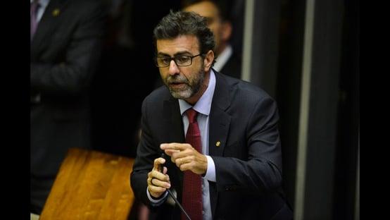 """Marcelo Freixo sobre Daniel Silveira: """"Tamanho de um homem não se dá pelos seus músculos"""""""