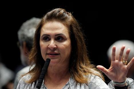 """Kátia Abreu diz que Ernesto """"age de forma marginal"""""""