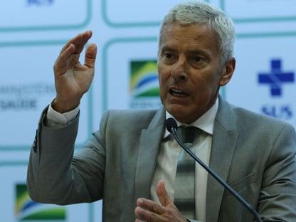 """""""Dentro da expectativa"""", diz Saúde sobre 1º mês do novo coronavírus no Brasil"""