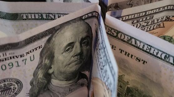 Dólar volta a fechar acima de R$ 5,60