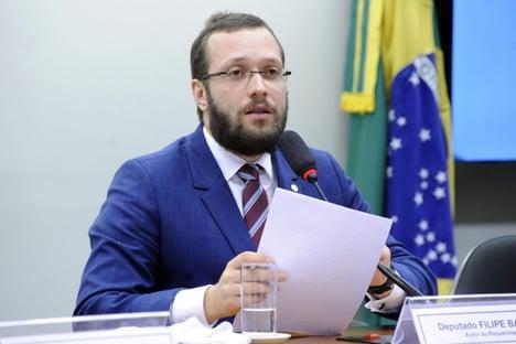 Deputado bolsonarista diz que vai acionar AGU para impeachment de Barroso