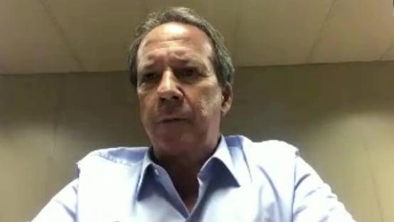 """""""Talvez o presidente seja o último a encorajar a população a enfrentar o vírus"""""""