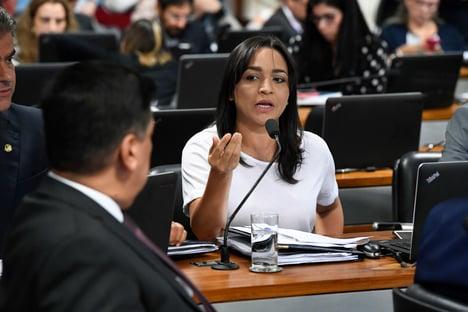"""""""40% dos eleitores"""" não querem Lula ou Bolsonaro, diz senadora"""