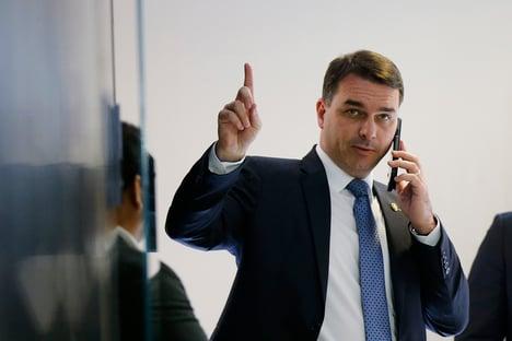 Defesa de Flávio quer discutir no STF censura imposta à Globo