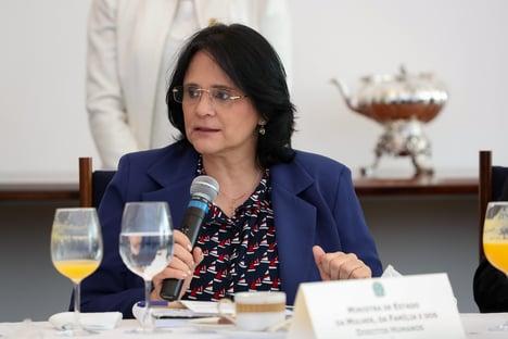 """Damares: """"Daqui a pouco, quem vai vacinar o mundo será o Brasil"""""""