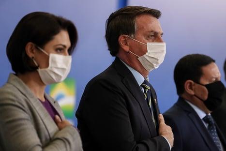 Bolsonaro entre Guedes e Michelle