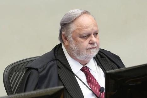 1 x 0 – Fischer vota contra segundo pedido de Flávio para anular investigação da rachadinha