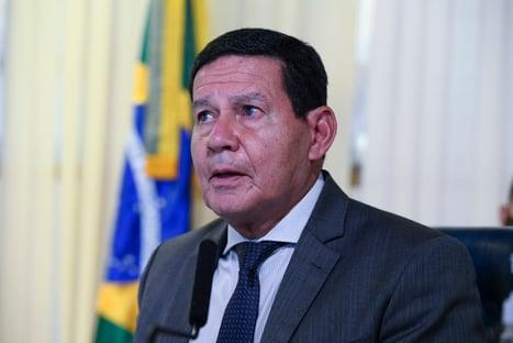 Pazuello não pode se furtar a comparecer à CPI, diz Mourão