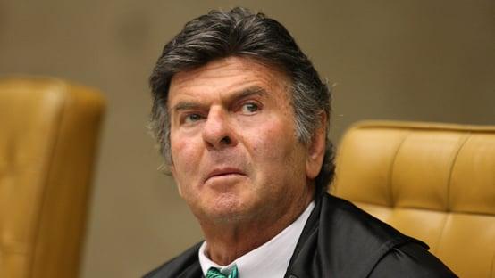 PGR pede a Fux para julgar suspeição de Moro no plenário do STF