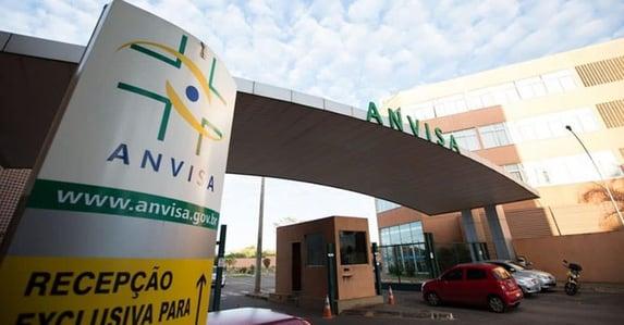 Anvisa pedirá a Bolsonaro que vete prazo de cinco dias para aprovar vacinas
