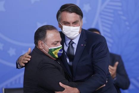 Bolsonaro volta a dizer que trabalho de Pazuello em Manaus foi muito bem feito