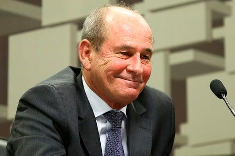 Urgente: ministro da Defesa pede demissão