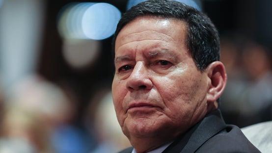 """Mourão diz que Brasil caminha para """"contenção da pandemia"""" e fala em """"copo meio cheio"""""""