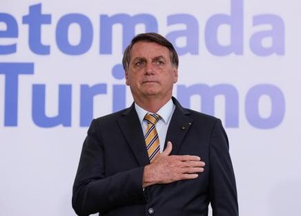 Bolsonaro culpa estados por 6 milhões de testes encalhados