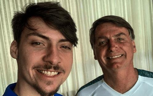 Empresa contratada por Bolsonaro faz servicinho para filho de Bolsonaro