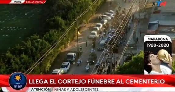 Cortejo fúnebre de Maradona erra caminho de cemitério e fica preso no trânsito
