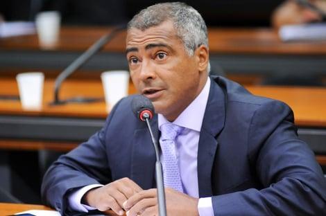 Romário troca Podemos pelo PL