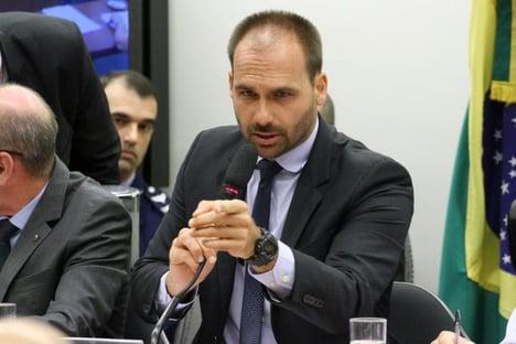 Esquerda aciona Ernesto Araújo por reunião de Eduardo Bolsonaro sobre invasão do Capitólio
