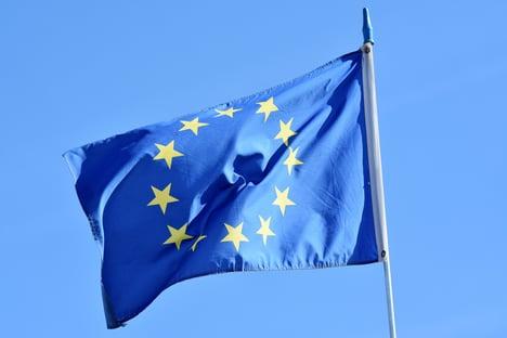 União Europeia compra mais 300 milhões de doses da Moderna