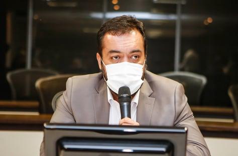 Meu compromisso é reduzir a violência, diz Cláudio Castro ao tomar posse