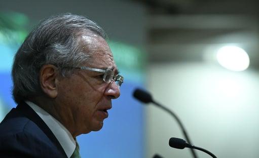 """""""Brasil está na cauda de uma pandemia"""", diz Paulo Guedes"""