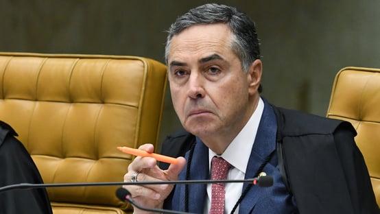 """""""Tem gente com horror do que dá certo"""", diz Barroso sobre urna eletrônica"""
