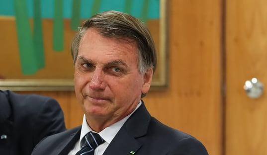 Justiça nega pedido de Gleisi para derrubar sigilo do cartão de vacinação de Bolsonaro