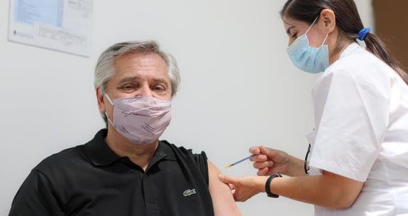 """Presidente da Argentina diz que sem vacina """"estaria passando mal"""""""