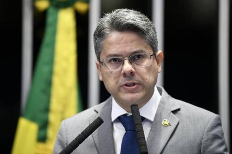 Com Covid-19, Alessandro Vieira é internado