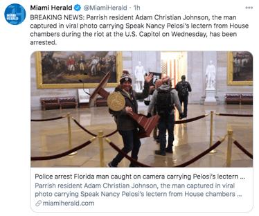 Homem fotografado carregando púlpito de Pelosi é preso na Flórida