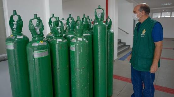 Prefeitura de Coari acusa governo Wilson Lima de reter cilindros de oxigênio e relata morte de 7 pessoas