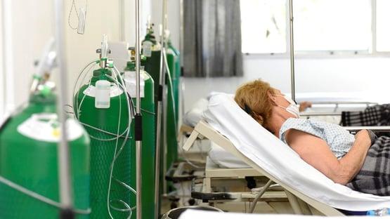 """MPF cobra da Saúde medidas """"urgentes"""" contra falta de oxigênio e kit intubação"""