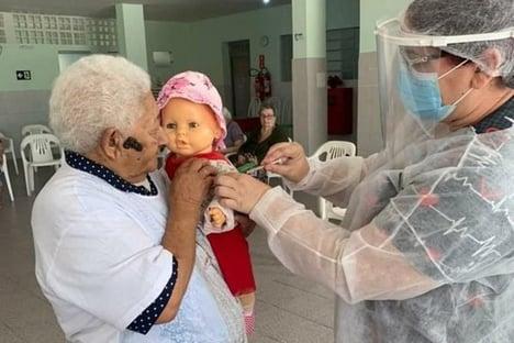 Cidinha é vacinada