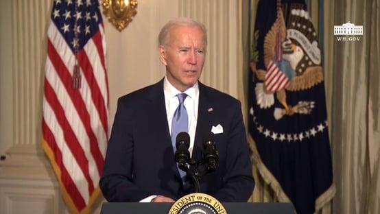 Biden promete vacinar 70% da população até julho